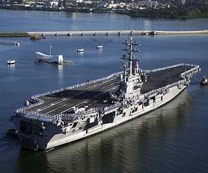 Kapal Perang USS Ronald Reagan CVN-76