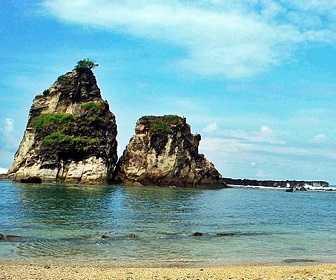 Tempat Wisata di Banten - Pantai Bagedur