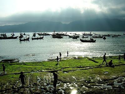 Tulungangung merupakan sebuah kabupaten di Jawa Timur dan terletak  10 Tempat Wisata di Tulungagung Jawa Timur yang Harus Dikunjungi