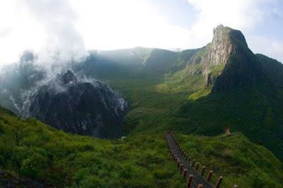 Wisata Gunung Kelud yang Indah dan Menakjubkan Wisata Gunung Kelud yang Indah dan Menakjubkan