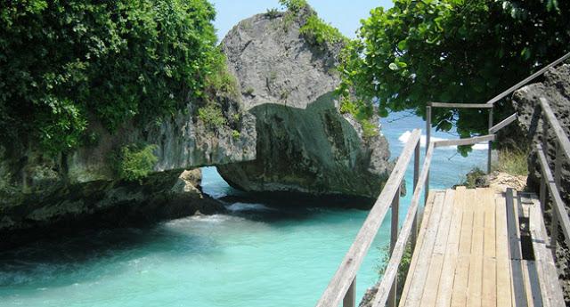 Sedang mencari lokasi untuk menghabiskan liburan  Menikmati Indahnya Pantai Suluban Uluwatu Bali