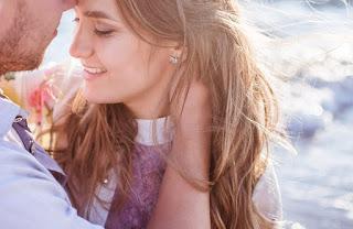 Cinta dapat menciptakan kehidupan seseorang menjadi lebih senang 5 Ciri Wanita Cinta Mati Sama Kamu, No 3 Gak Nyangka