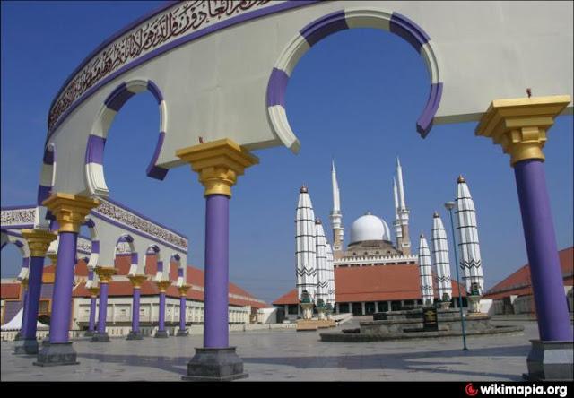 Masjid Agung Jawa Tengah Semarang dengan Arsitektur Yang Megah Masjid Agung Jawa Tengah Semarang dengan Arsitektur Yang Megah