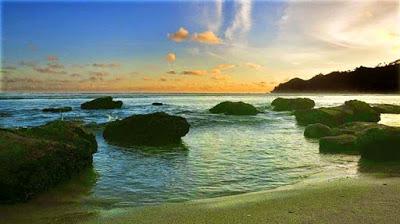 Pantai Di Pacitan Jawa Timur yang Harus Anda Kunjungi Inilah 8 Pantai Di Pacitan Jawa Timur yang Harus Anda Kunjungi