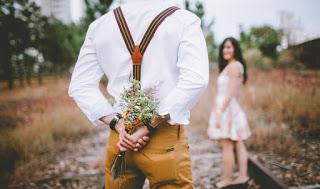 Menjalin hubungan asmara bukan hanya sekedar mencurahkan isi hati kemudian tidak ditindak Ciri-Ciri Wanita yang Gampang Selingkuh, No 2 Paling Jelas
