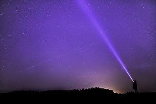 ialah satuan panjang yang didefinisikan sebagai jarak yang ditempuh cahaya dalam satu ta Pengertian Tahun Cahaya Lengkap