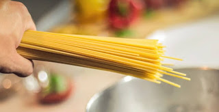spageti yang merupakan kuliner orang Italia sekarang telah hingga ke Negeri kita Bolehkah ibu hamil makan spageti ? Ini penjelasannya..