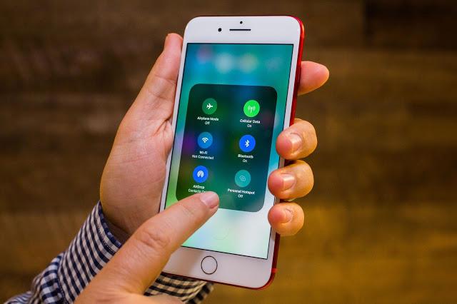 menghadirkan selain memperlihatkan peningkatan performa juga memperlihatkan fitur Cara Aktifkan Fitur Rahasia iOS 11